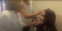 María Rosa le corta el pelo a Ana